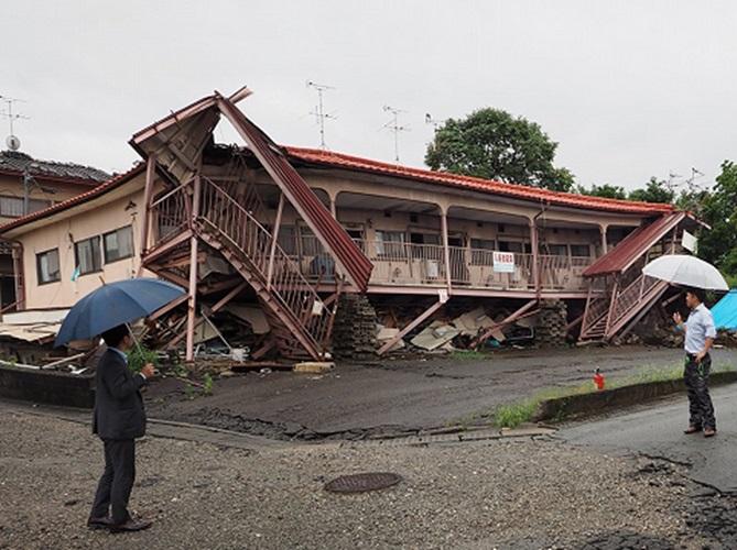 写真:平成28年熊本地震で倒壊した木造アパート